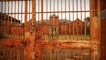 【廃墟画像】旧長崎刑務所の廃墟の雰囲気がヤバ過ぎる!